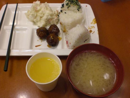 Toyoko Inn Yokohama Stadium-mae 2: 無料の朝食