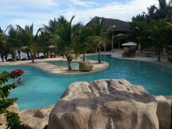 Swahili Beach Resort: piscine