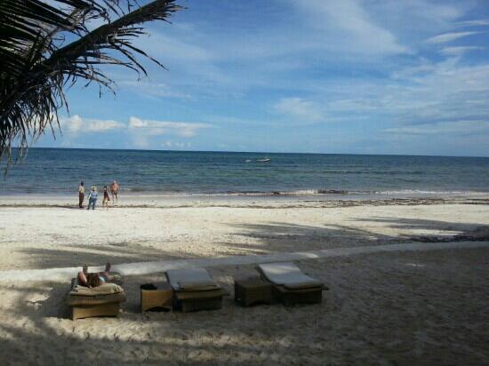 Swahili Beach Resort: plage de l'hôtel