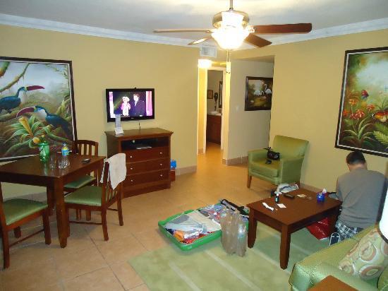 Away Inn: Suite Wohn- Esszimmer