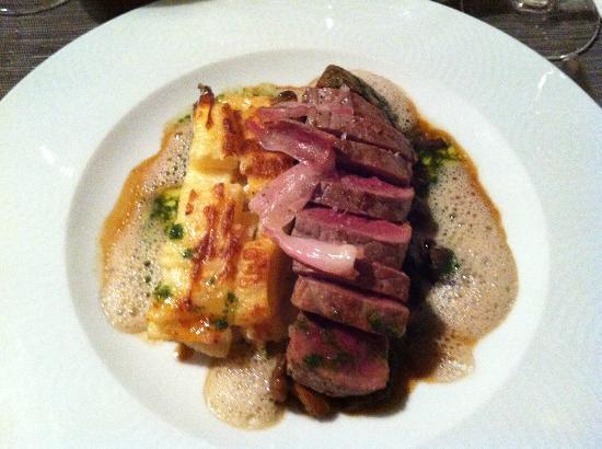 L'Angle Saint Laurent : Beef with macaroni and mushrooms