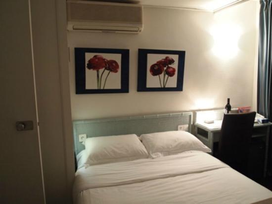 Hotel Diana: こじんまりと可愛いお部屋です