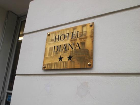 Hotel Diana: ホテルの看板が小さいのでわかりづらいかも