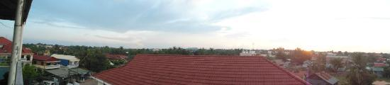 The Cashew Nut Guest House: panoramic view from the roof deck
