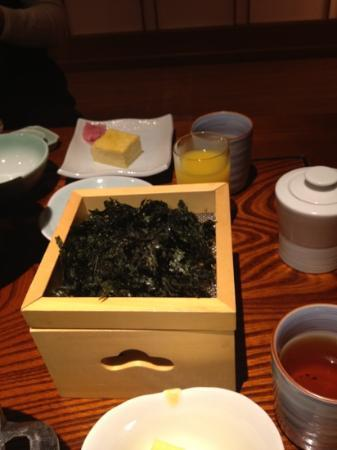 Hotel New Awaji Bettei Awaji Yumesenkei: 朝食にて、鳴門のりは下から炙りながらいただけるので、香ばしくてパリパリ!