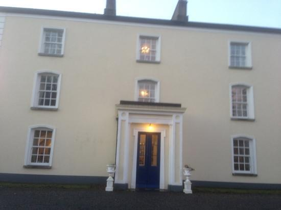 Viewmount House: front of house