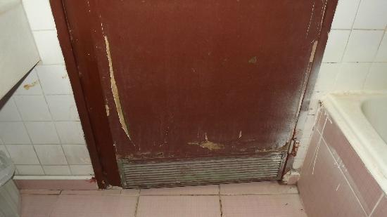 Babil Hotel: porte salle de bains