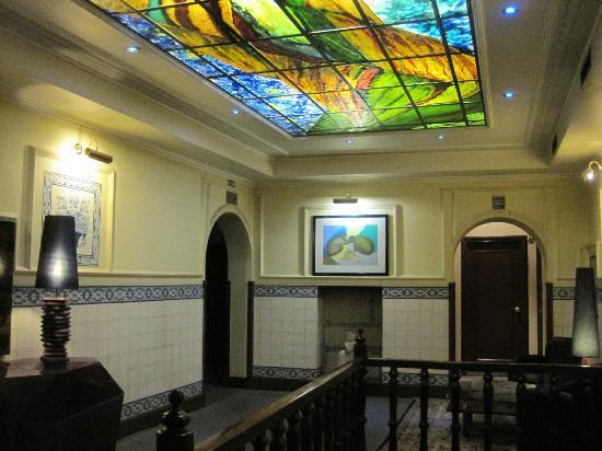 Hotel Internacional: au 3éme étage escalier, et ascenseur