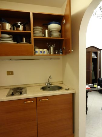 Welcome Piram Hotel: kitchen