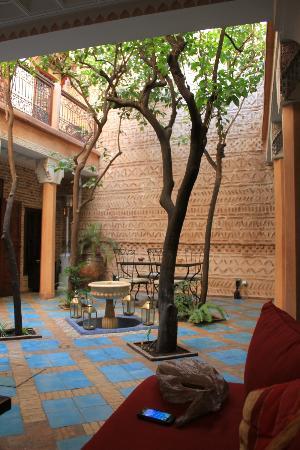 Riad Louaya: the patio