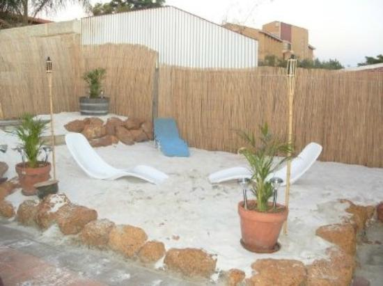 Planet Inn Backpackers : Your own private beach