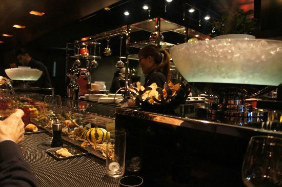The restaurant picture of l 39 atelier de joel robuchon - Atelier cuisine paris ...