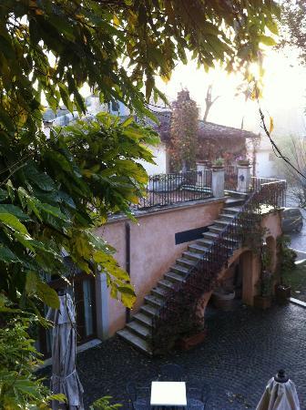 Hotel Relais Falisco : cortile