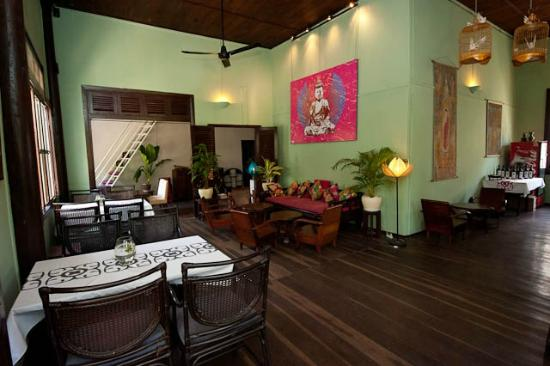The Terrace on 95: Khmer traditional wooden house dining