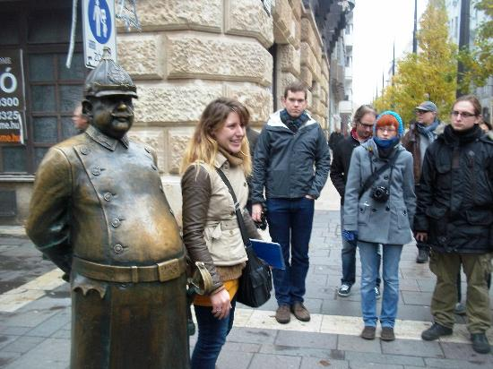 Free Budapest Walking Tours: Tour guide explaining statue.