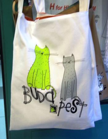 Free Budapest Walking Tours: Cat bag