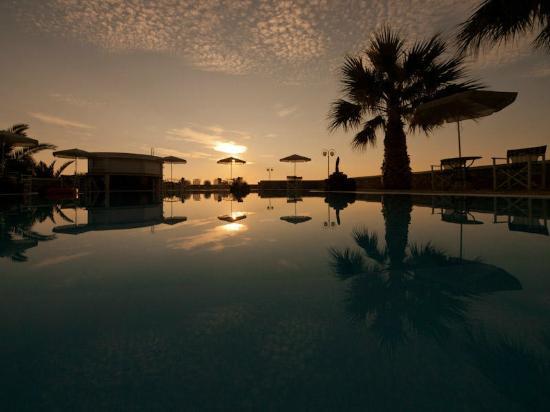 فيلا مانوس: Pool