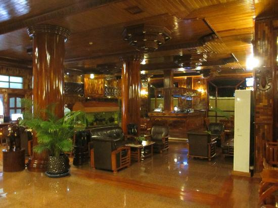 Angkor Sayana Hotel & Spa: Lobby and Bar Area