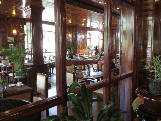 Angkor Sayana Hotel & Spa: Looking into Touch of Lime Restaurant