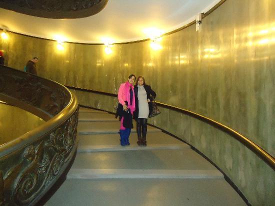 Vatikanstadt, Italien: Escaleras de la entrada