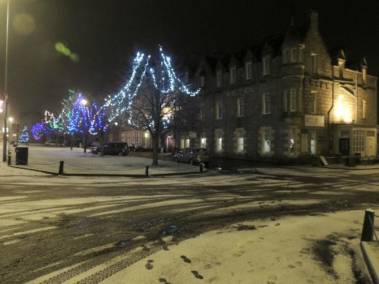 Grant Arms Hotel: Hotel with Chrismas Lights