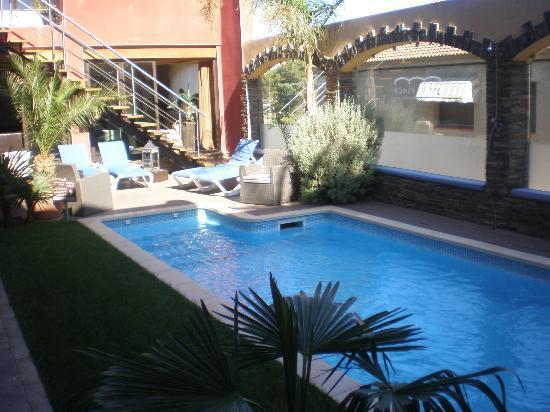 Hotel Restaurant La Placa: Pool