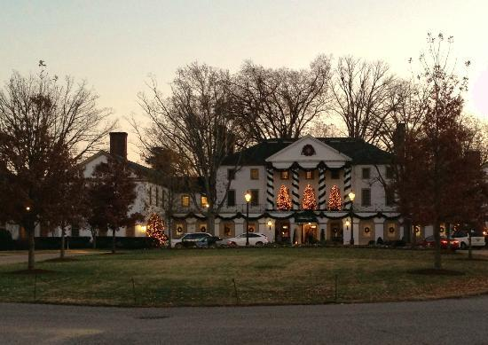 Williamsburg Inn: Front decorated at Christmas time.