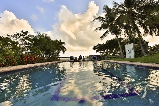 Hacienda Tamarindo: poolside