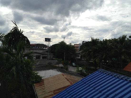 เบดแอนด์เทอร์เรซ เกสต์เฮาส์ เชียงใหม่: another view from the balcony