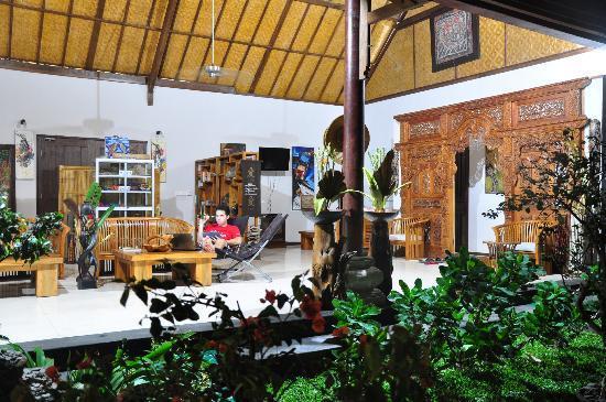 Junjungan Suite Villa: Lobby area