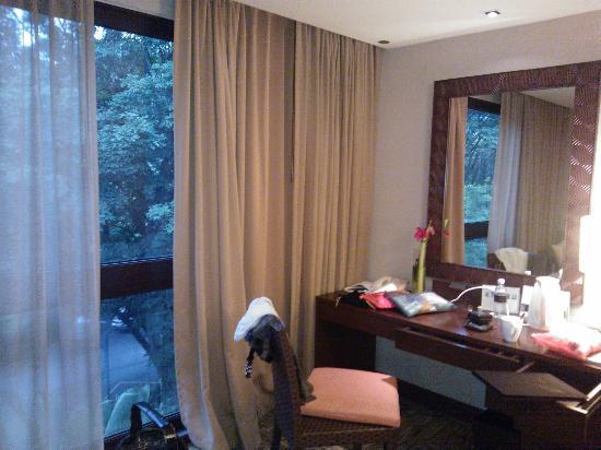 Shangri-La's Rasa Sayang Resort & Spa: window
