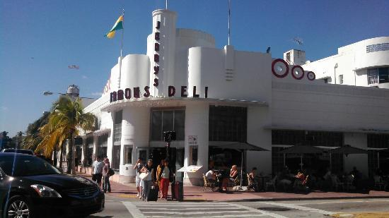 Z Ocean Hotel South Beach : Jerry's Deli across the street