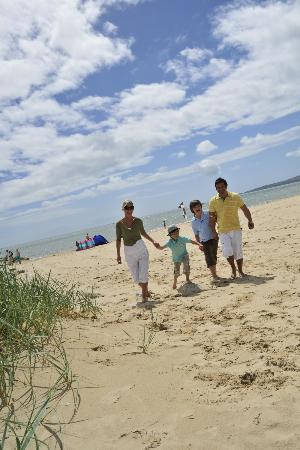 Holton Heath, UK: Sandbank Beach near Parkdean Sandford Holiday Park