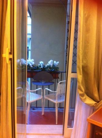 Isa Hotel: Balcony