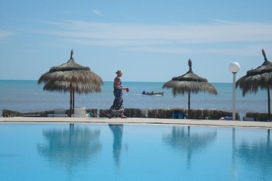El Mouradi Djerba Menzel: Mooi zwembad, direct aan zee