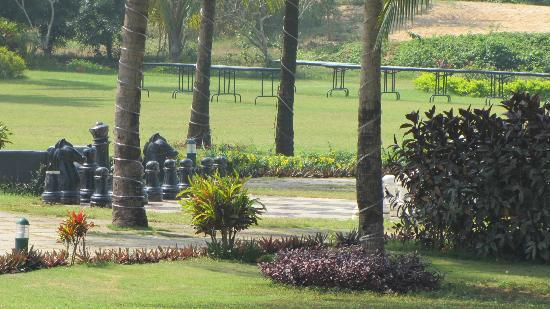 Royal Orchid Beach Resort & Spa, Goa: Live size Chess