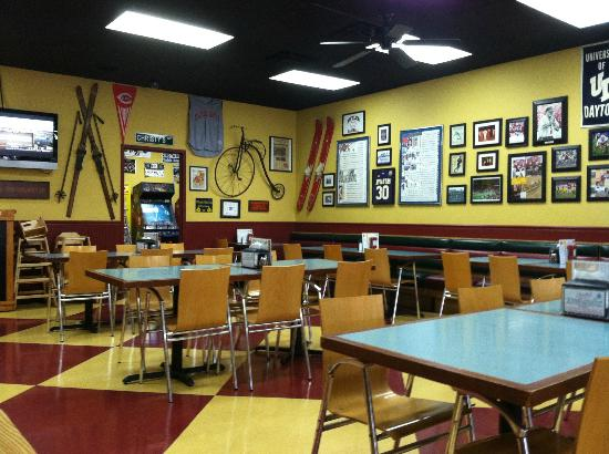 Christy's: Dining room.