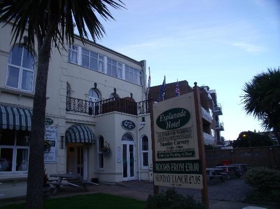 Esplanade Hotel: Front of the hotel