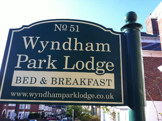 Wyndham Park Lodge: Sign
