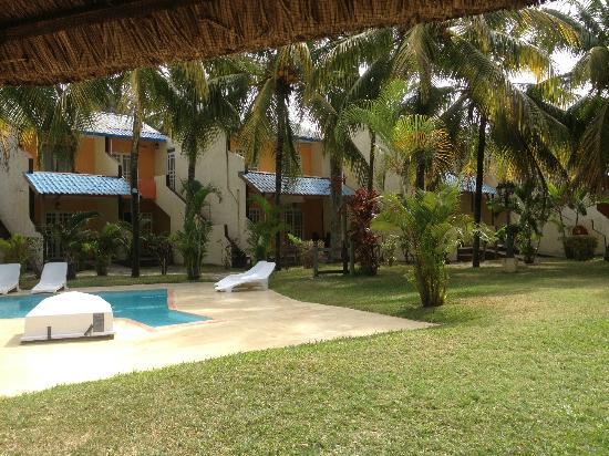 La piscina foto di le grand bleu hotel trou aux biches for Piscine ile bleue seynod