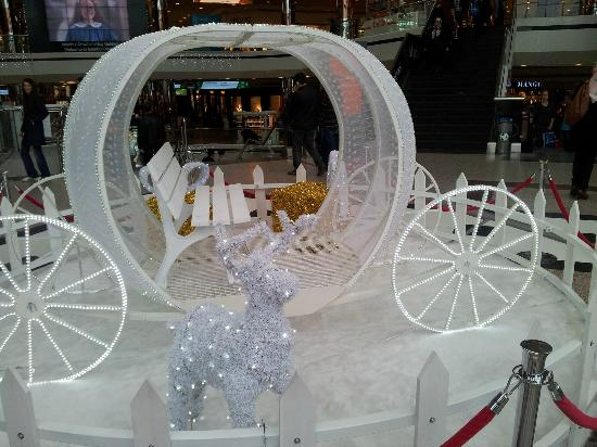 Istanbul Cevahir Mall: Winter carriage..