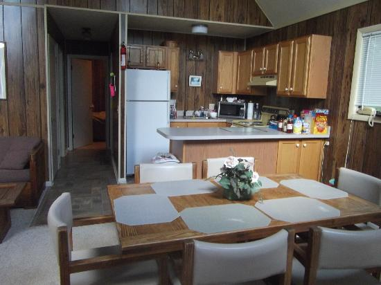 The Pines: Kitchen/dining