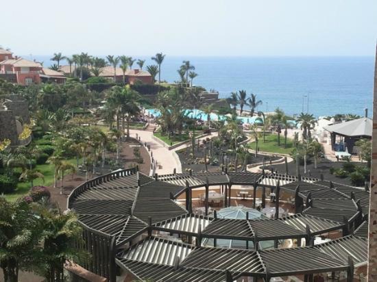 H10 Playa Meloneras Palace: Jardines alrededor de infinity pool