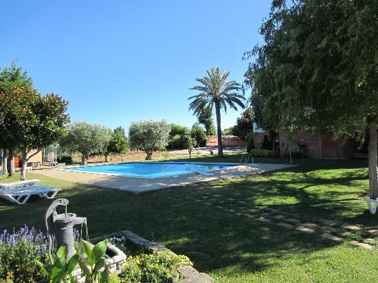 Hotel Sausa: Zwembad in het park. Erg rustig.