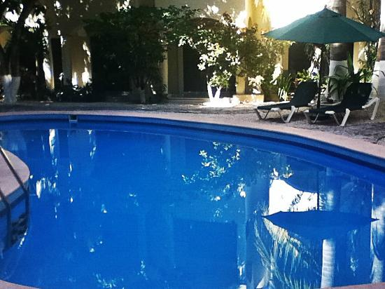 Hacienda Paradise Boutique Hotel by Xperience Hotels: Relaxing time at our pool!