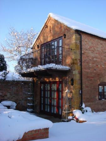 Railway Cottages and Apartments: Snow in the Cotswolds