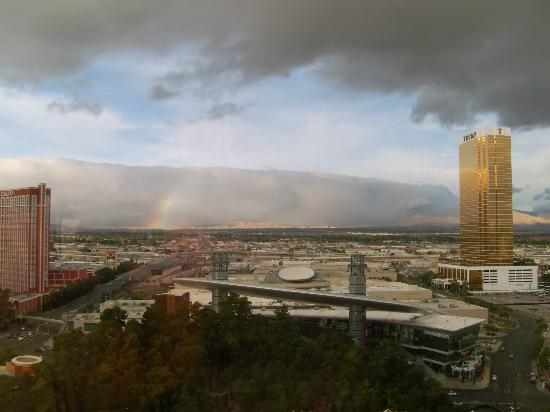 Wynn Las Vegas: Rainbow in the mountains