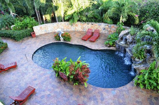 Clarion Suites Roatan at Pineapple Villas: One of the many pool and water fall areas