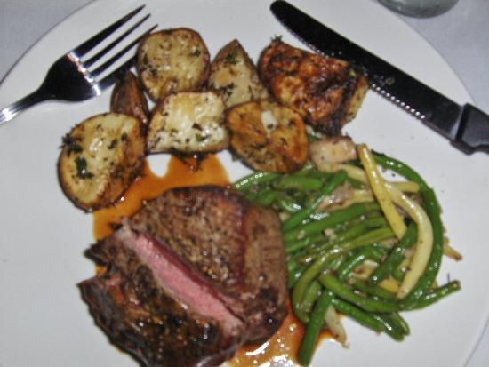 SunQuest Cruises: Filet medium-rare - delicious!