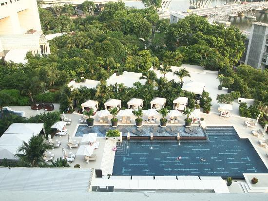 Walk within 10 mins to marina bay sands hotel picture of - Marina mandarin singapore swimming pool ...